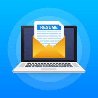 Ноутбук и конверт с резюме письмо.