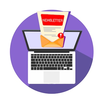 Ноутбук с новым письмом в папке «входящие» открыт для чтения или отправки на другой почтовый ящик.