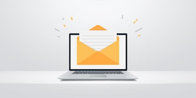 コンピューターの画面に封筒付きノートパソコン