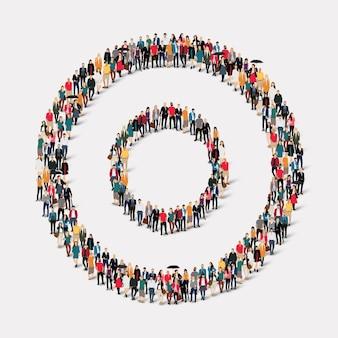 Большая группа людей в форме круга.