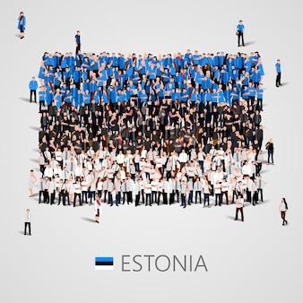 Большая группа людей в форме эстонского флага