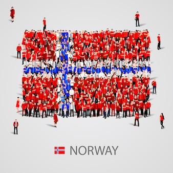 노르웨이 국기 모양에있는 사람들의 큰 그룹