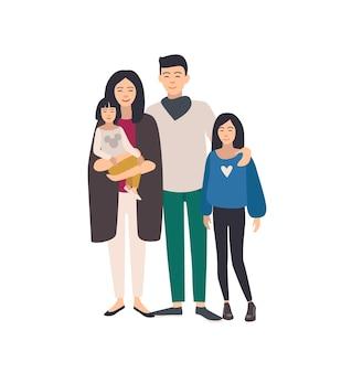 큰 사랑하는 아시아 가족. 아버지, 어머니가 함께 서 있는 유아와 10대 딸을 안고 있습니다. 아름 다운 평면 만화 캐릭터 흰색 배경에 고립입니다. 다채로운 벡터 일러스트 레이 션.