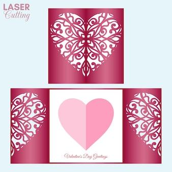 Лазерная резка шаблона карточки сгиба ворот с сердечком для валентинки. Premium векторы