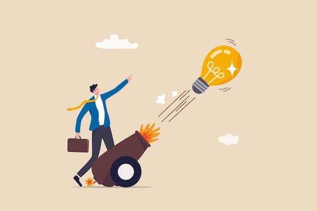 Запустите новую бизнес-идею, креативность и инновационное выигрышное решение, предпринимательство или бизнес-концепцию, умный бизнесмен-предприниматель, запускающий идею лампочки из мощной пушки.