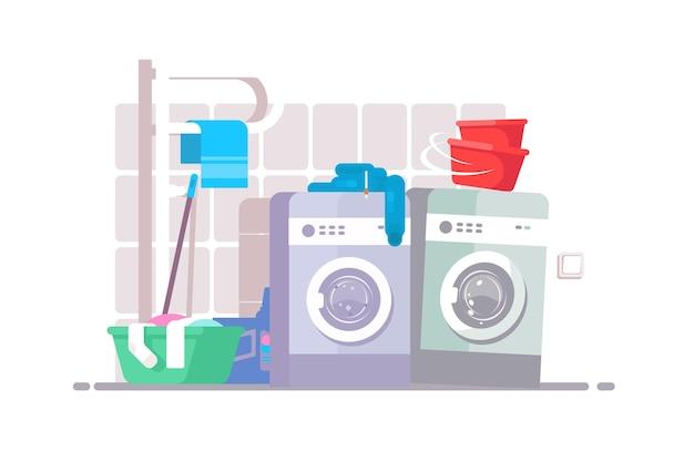 세탁실 내부. 세탁기, 더러운 옷이있는 화장실