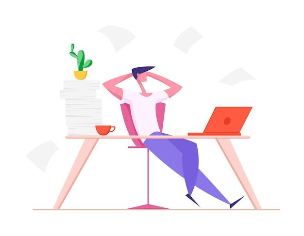 Ленивый офисный работник с руками за головой сидит в офисе за столом