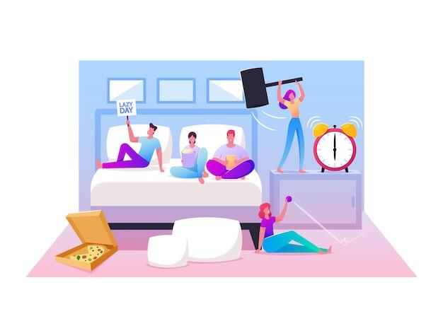 Концепция ленивых выходных. персонажи мужского и женского пола лежат на кровати, отдыхают дома перед телевизором, едят пиццу быстрого приготовления и поп-кукурузу, бьют молотком по будильнику. мультфильм люди векторные иллюстрации