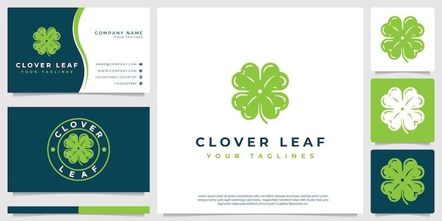 현대적인 스타일의 행운의 네 가지 상징이 있는 잎 클로버 로고