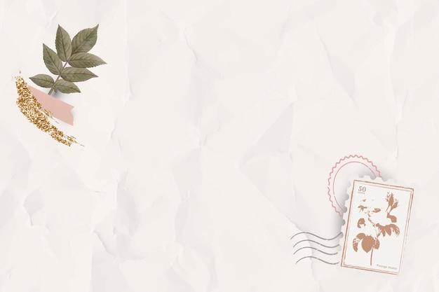 구겨진 베이지색 종이 질감 배경에 잎 패턴