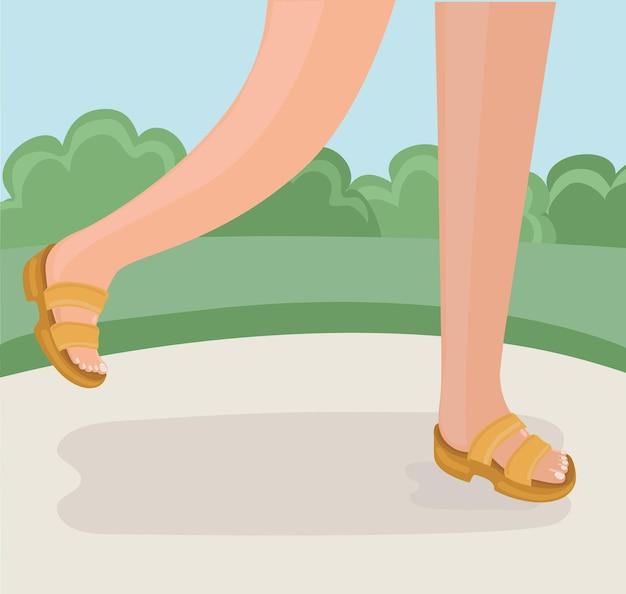 Ноги идущего человека летней прогулки