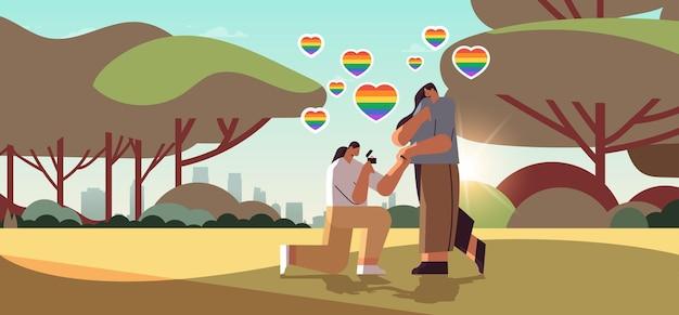 약혼반지를 끼고 무릎을 꿇고 여성에게 프로포즈하는 레즈비언, 성소수자 사랑 lgbt 커뮤니티