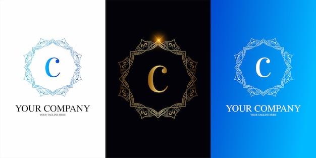 고급 장식 꽃 프레임 로고 템플릿이 있는 문자 c 초기 알파벳입니다.
