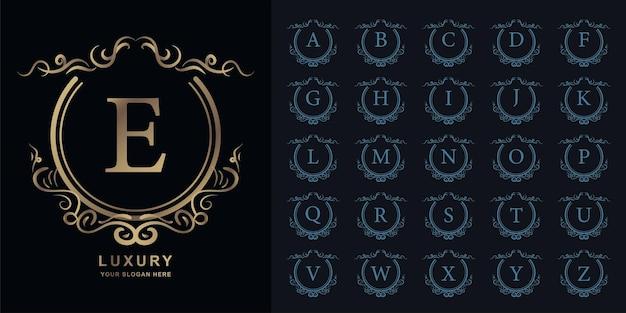 文字eまたは豪華な飾り花フレームゴールデンロゴテンプレートとコレクションの最初のアルファベット。