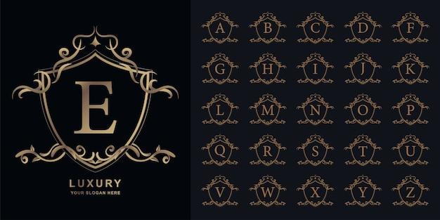 문자 e 또는 럭셔리 장식 꽃 프레임 황금 로고 템플릿 컬렉션 초기 알파벳.