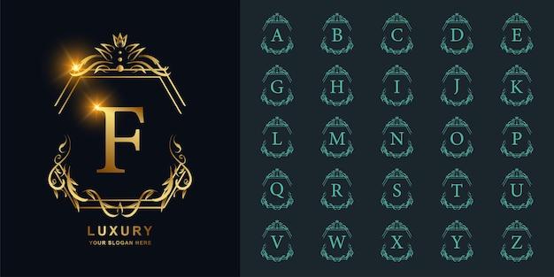 편지 f 또는 고급 장식 꽃 프레임 황금 로고 템플릿이 있는 컬렉션 초기 알파벳입니다.