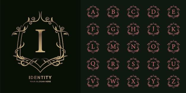 文字iまたはコレクションの最初のアルファベットと豪華な装飾花柄フレームゴールデンロゴテンプレート。