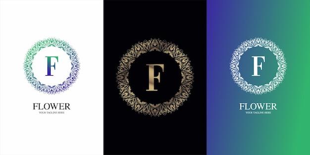 豪華な飾り花フレームロゴテンプレートと文字の頭文字