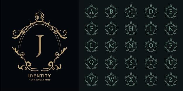 편지 j 또는 고급 장식 꽃 프레임 황금 로고 템플릿이 있는 컬렉션 초기 알파벳입니다.