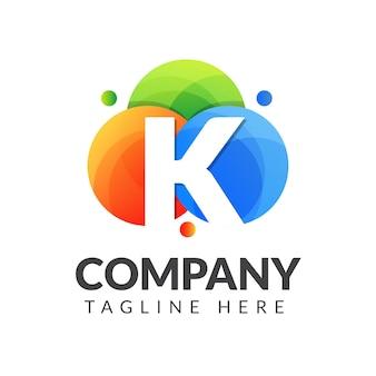 Буква k логотип с красочным фоном круга для творческой индустрии, интернета, бизнеса и компании