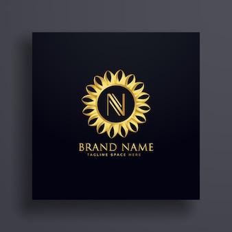 手紙nプレミアムロゴコンセプトデザインと金色の装飾