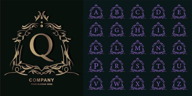 文字qまたは豪華な装飾花柄の金色のロゴのテンプレートが付いているコレクションの最初のアルファベット。