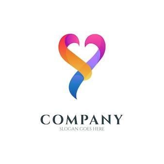 심장 또는 사랑 모양이 있는 문자 y 로고