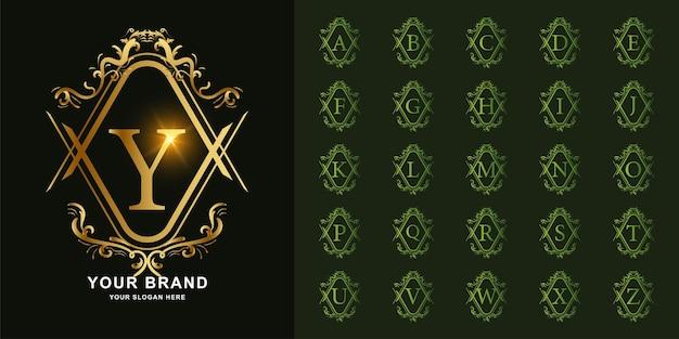 편지 y 또는 고급 장식 꽃 프레임 황금 로고 템플릿이 있는 컬렉션 초기 알파벳입니다.