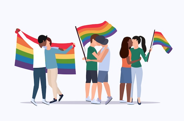 レインボーフラグを保持している同性カップルミックスレースレズビアンゲイキス愛パレードlgbtプライドフェスティバルコンセプト漫画のキャラクター立っている全長フラット水平