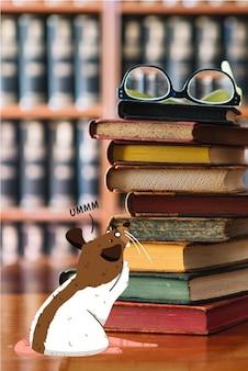 本の山の横にある図書館ラット