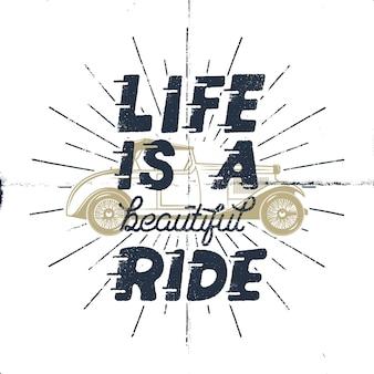 인생은 아름다운 여행입니다. 영감을주는 창조적 동기 부여 견적. 고전적인 오래 된 자동차와 햇살 타이 포 그래피 흑백 디자인 컨셉.