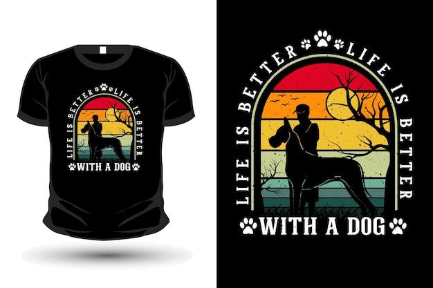 犬の商品のシルエットのモックアップtシャツのデザインで人生はより良くなります
