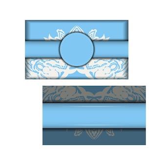 Голубая открытка с белыми винтажными орнаментами для вашего дизайна.