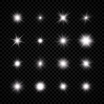 レンズフレアの光効果。 16個の白い光る光のセットがスターバースト効果で爆発し、透明な背景に輝きます。ベクトルイラスト