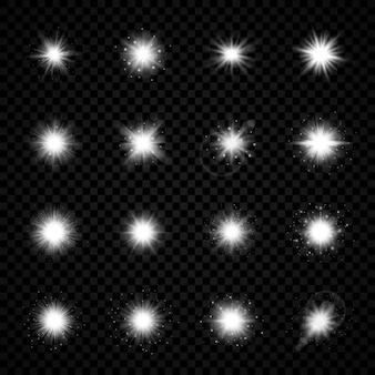 レンズフレアの光の効果。透明な背景に輝きを放つ16個の白い光るライトのスターバースト効果のセット。ベクトルイラスト