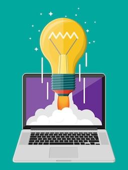 노트북 화면에서 우주로 발사되는 가벼운 아이디어 전구. 시작, 아이디어, 창의성, 혁신. 크라우드 펀딩, 창업 또는 새로운 비즈니스 모델. 평면 스타일의 벡터 일러스트 레이 션