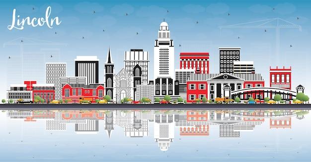 Линкольн небраска-сити с цветными зданиями, голубым небом и отражениями. векторные иллюстрации. деловые поездки и концепция туризма с исторической архитектурой. городской пейзаж линкольна сша с достопримечательностями.