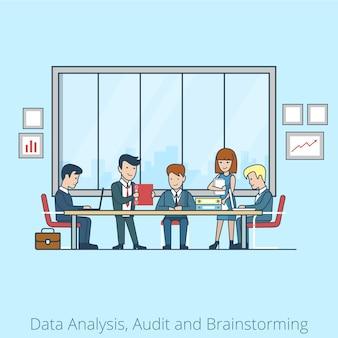 Линейный плоский деловые люди, мозговой штурм в конференц-зале бизнесмен, секретарь, менеджер, клиентские персонажи. командный анализ, аудит, концепция планирования.