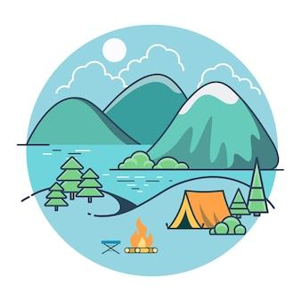 Линейная плоская палатка на берегу озера между деревьями и горами, летний кемпинг. сельский отдых, союз с природой.