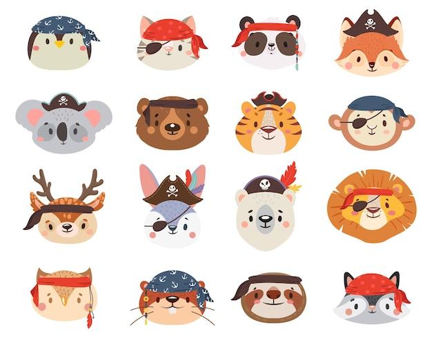 Маленькие животные в пиратских шляпах, такие как пингвин и кот, лев и тигр, ленивец, жираф, енот и олень. Premium векторы