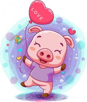 Маленький поросенок держит воздушный шар с розовым сердцем