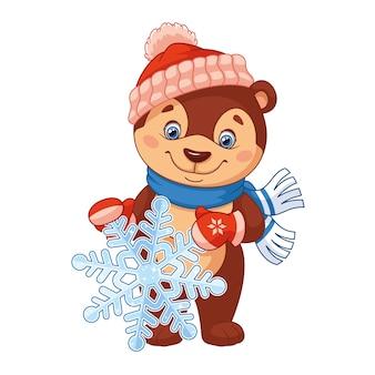 Маленький медведь держит снежинку на белом фоне