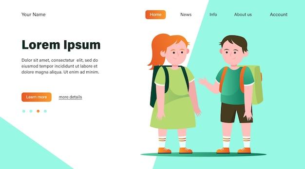 Маленький мальчик и девочка разговаривают друг с другом. ученик, рюкзак, школьная плоская векторная иллюстрация. дизайн веб-сайта концепции дружбы и детства или целевая веб-страница