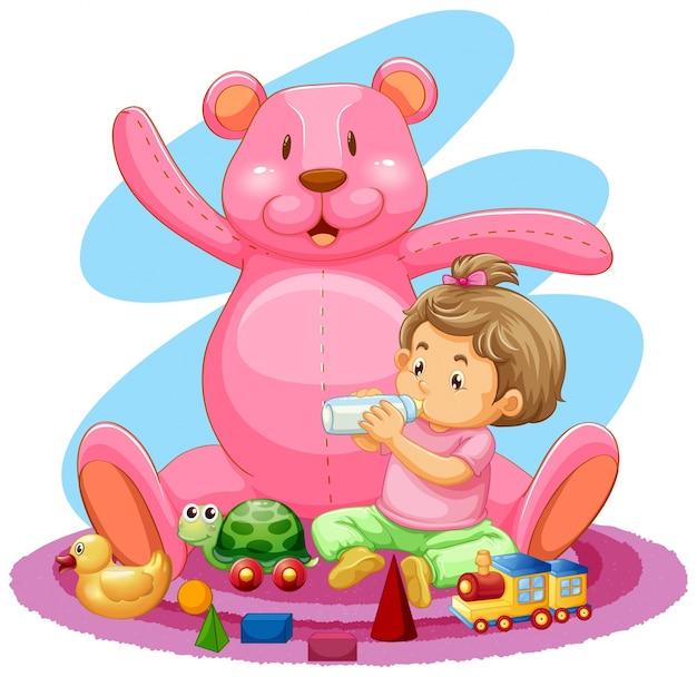 小さな男の子と床に多くのおもちゃ