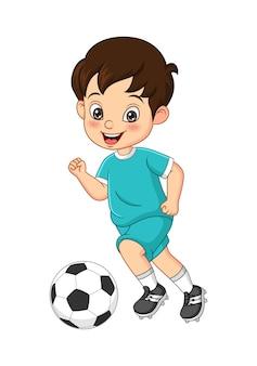 白い背景でサッカーをする小さな男の子の漫画