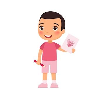 手作りのグリーティングカードを持っている少年。バレンタイン・デー。