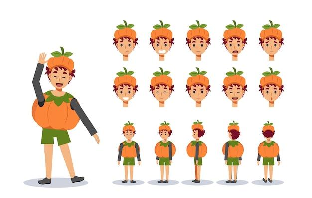 Маленький мальчик в милом костюме тыквы