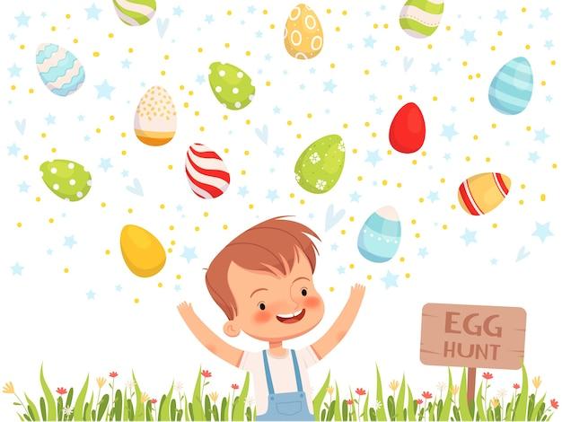 Маленький мальчик играет с покрашенными крашенными пасхальными яйцами.