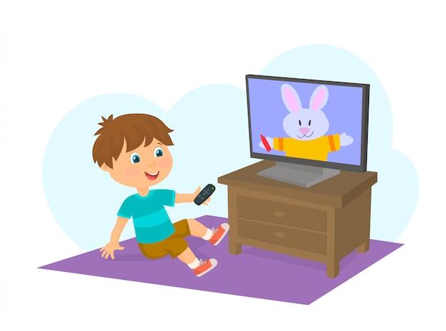テレビを見ている少年