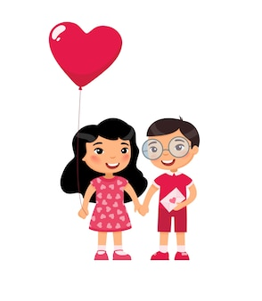 Маленький парень и девушка празднуют день святого валентина